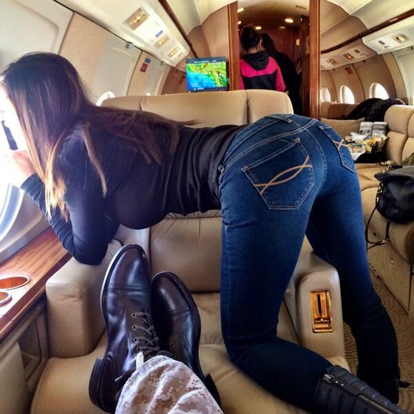красивые попки в обтягивающих джинсах фото